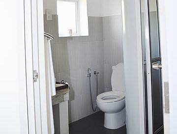 amaranthebay_standard_room_bathroom