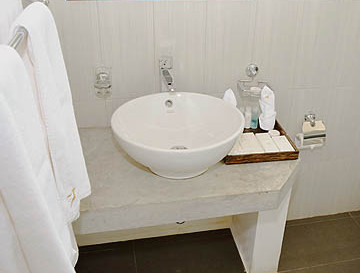 amaranthebay_standard_room_washbasin