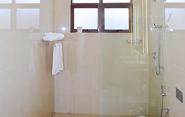 amaranthebay_standard_suite_bathroom